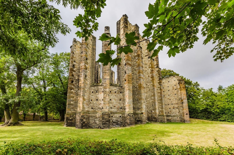 Chrám v Panenském Týnci - načerpejte energii mezi zdmi a sloupy tajemné stavby