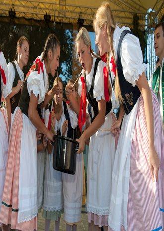 Folklorní festival Lidový rok ve Velké Bystřici