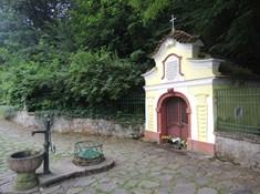 Kaple sv. Prokopa a studánka Vosovka v Sázavě