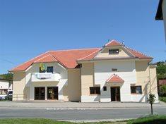 Divadlo Boleradice - jediné kamenné vesnické divadlo v Česku