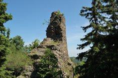 Hrad Koberštejn nad údolím Černé Opavy