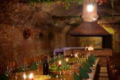 Posezení u cimbálu a u výtečného vína ve vinném sklepě