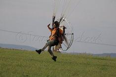 Kurz motorového paraglidingu a let na tandemové motorové tříkolce ve Stříbře