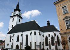 Chrám sv. Mikuláše Velké Meziříčí s největšími osvětlenými hodinami v ČR