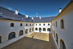 Františkánský klášter v Hostinném