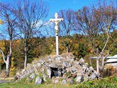 Černá mohyla v Rokycanech - památník vojáků Madlonova pluku