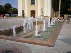 Zpívající fontána na Masarykově náměstí v Hodoníně