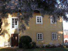 Barokní fara v obci Sudslava