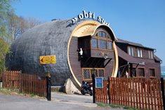 Restaurace Obří sud - dřevěná rarita Jizerských hor